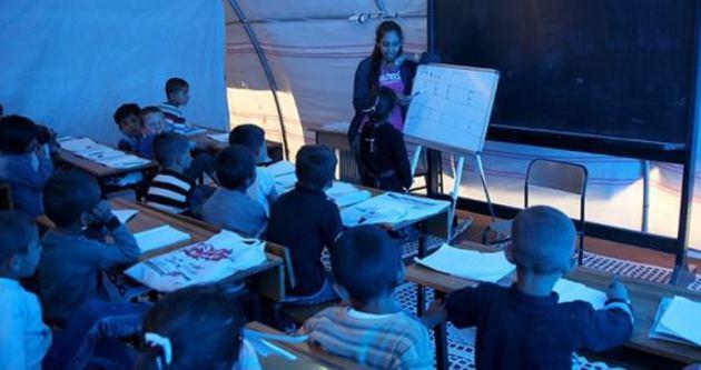 Kobanili çocuklara Kürtçe eğitim