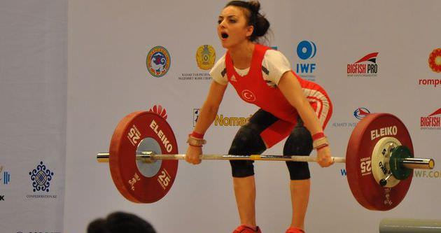 Sibel Özkan'dan tarihi başarı