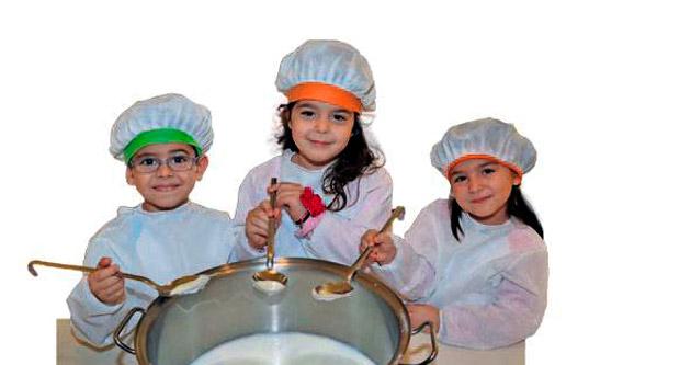 Minikler yoğurt mayaladı