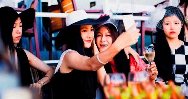 Zengin Asyalı kızların tüketimi TV şovu oldu