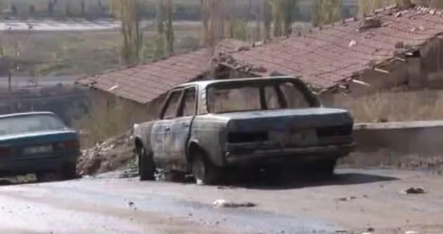 Komşusuna kızdı arabasını yaktı