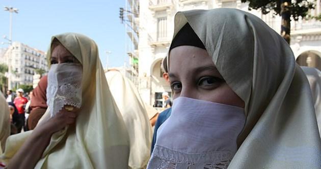 Cezayir'de başörtüsü çağrısı