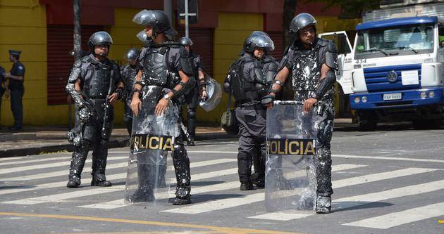 Brezilyalı polisler trafik canavarı gibi