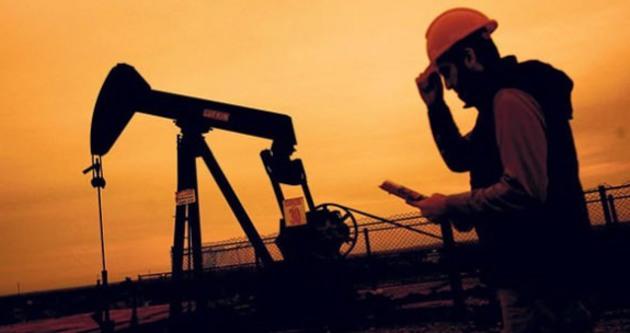 Her kuyudan petrol fışkırıyor