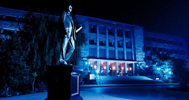 Üniversitenin tarihi binaları korunuyor