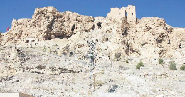 Tarihi kaleyi dağcılar güçlendiriyor