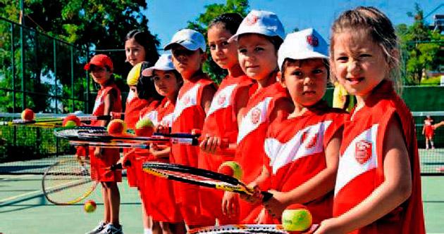 Kepezli çocukların tenis tutkusu