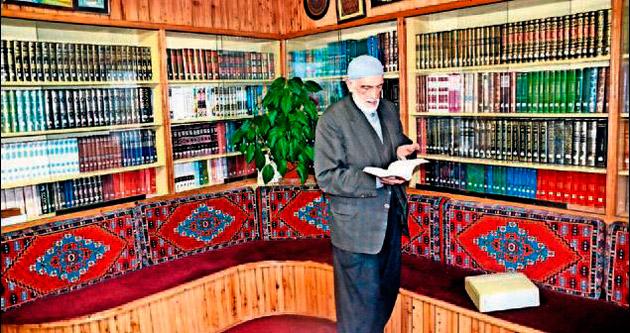 Okuduğu kitaplarla kütüphane kurdu