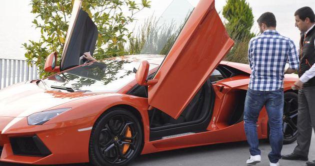 Sabri'nin Lamborghini'si İngilizleri şaşırttı