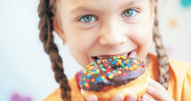 Çocuklarda abur cubur diyabete davetiye çıkarıyor
