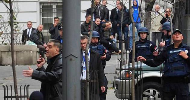Başbakanlık önünde silahlı eylem