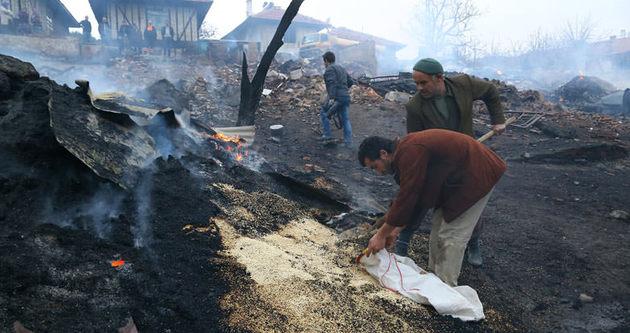 Çorum'daki yangında 29 ev küle döndü