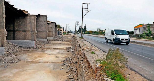 Binayı sahipleri yıktı sıra yolun yapımında