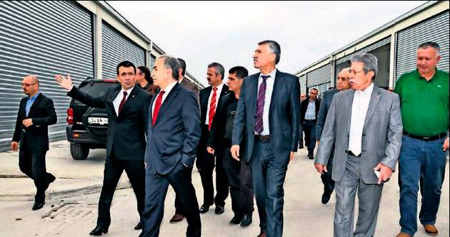 Oto sanayicileri Adana Valisi Büyük'ü ağırladı