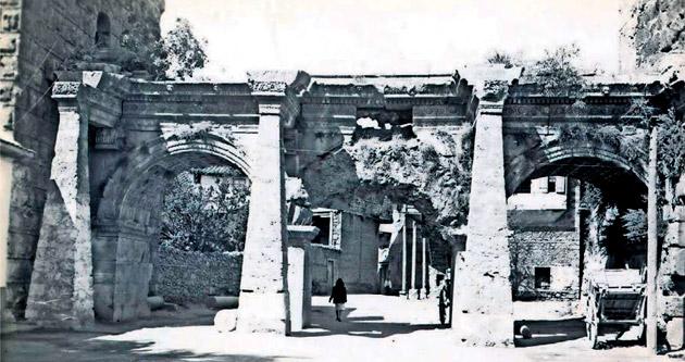 Tarihin tanığı: Hadrianus Kapısı