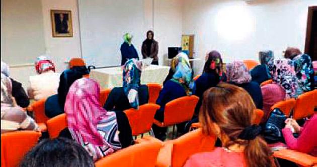 Aile Okulu'nda iletişim semineri