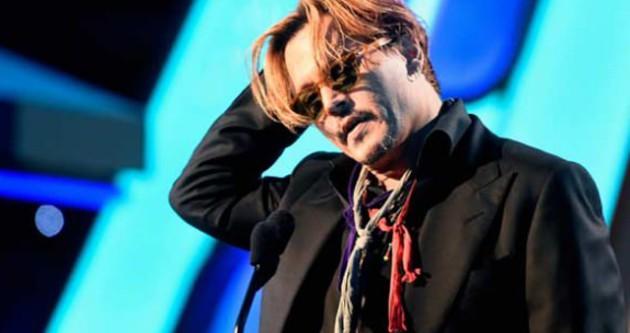 Johnny Depp sahneye sarhoş çıktı