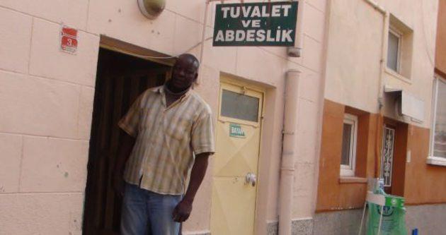 9 dil bilen profesör tuvalet temizliyor