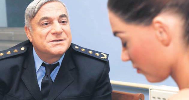 Mehmet Ali Erbil'in ilgisi Yolanthe yengeyi bunalttı