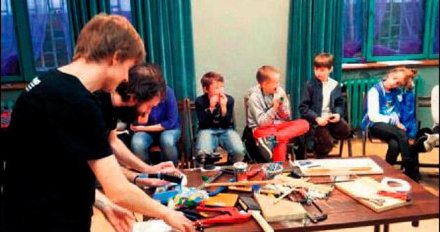 Minikler enstrüman yapmayı öğrenecek