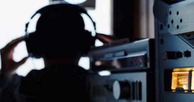 'Yasa dışı dinleme' operasyonunda 2 polis tutuklandı