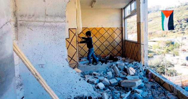 İsrail, evleri yıkmaya başladı