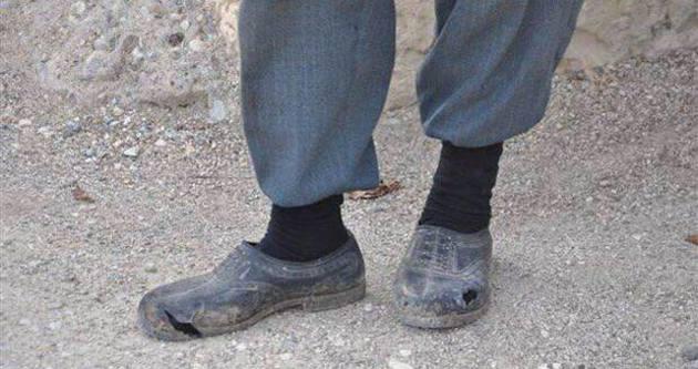 Madenci Tezcan Gökçe'nin babasının yırtık ayakkabıları yürekleri burktu