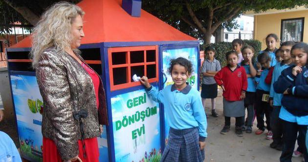 Muratpaşa'dan okullara geri dönüşüm evi