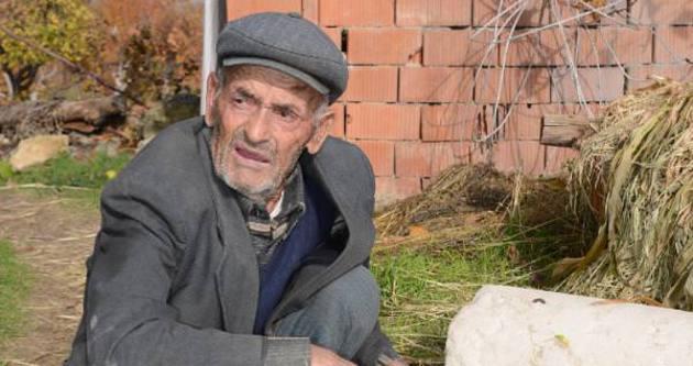 Madenci babasının yırtık lastik ayakkabısı yenilendi