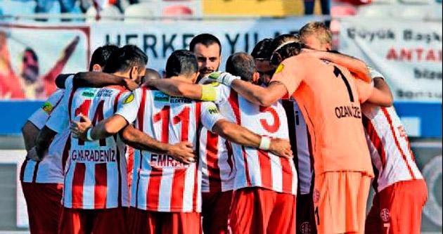 Antalyaspor rekabette kıl payı önde