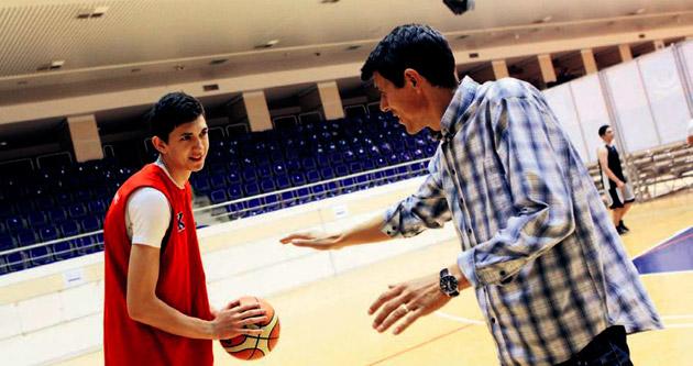 Ayberk 5 dakikada basketbolcu oldu!