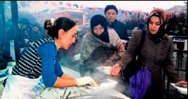 Beykoz'da 6 ton hamsi ikramı