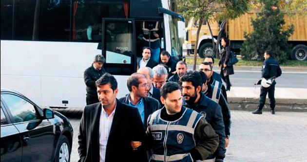 MAÜ'de beş kişi tutuklandı