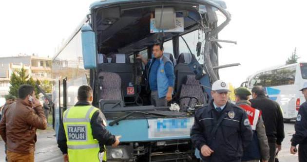 Antalya'da tur otobüsü yolcu otobüsü ile çarpıştı