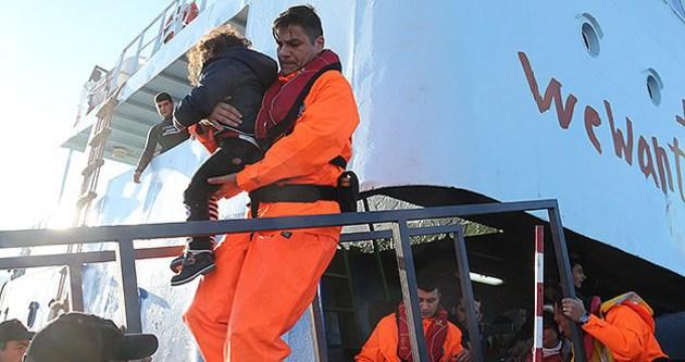 Yardım çağrısı yapan gemideki 300 mülteci kurtarıldı