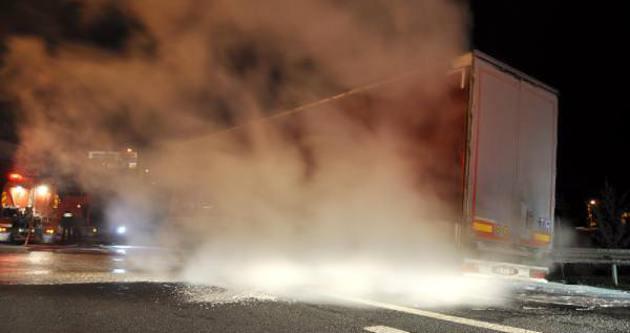 TEM Otoyolu'nda tır yangını