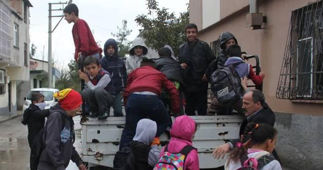 Kamyon kasasında okula tehlikeli yolculuk!
