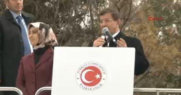 Davutoğlu'ndan Suruç'ta Kobanili sığınmacılara ziyaret