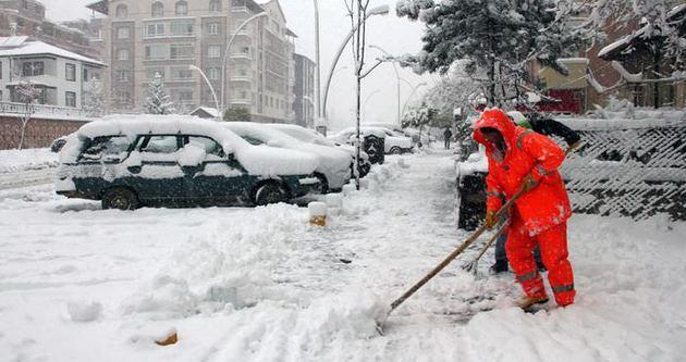 Konya'da 8 iş yerinin çatısı kar nedeniyle çöktü