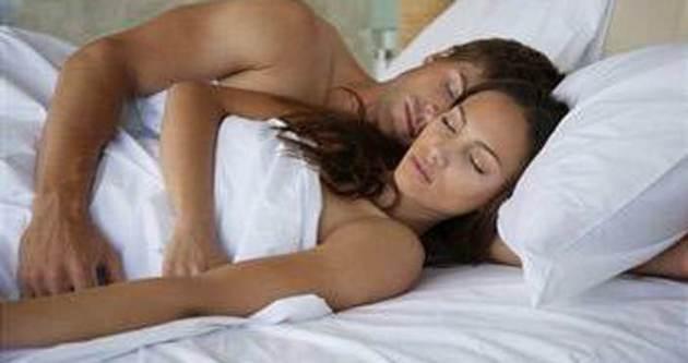 Çıplak uyumak zayıflatıyor