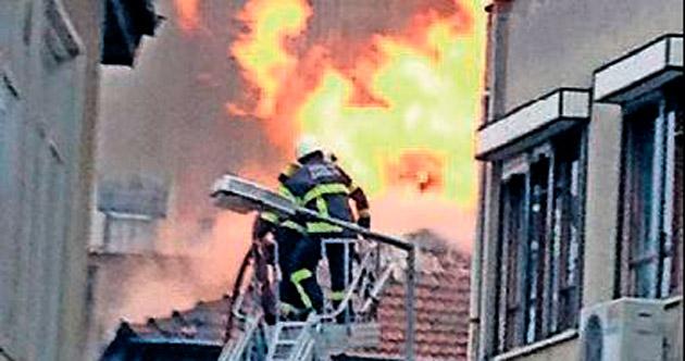 Metruk binada korkutan yangın