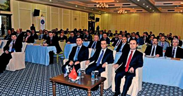 Muammer Türker konferans verdi