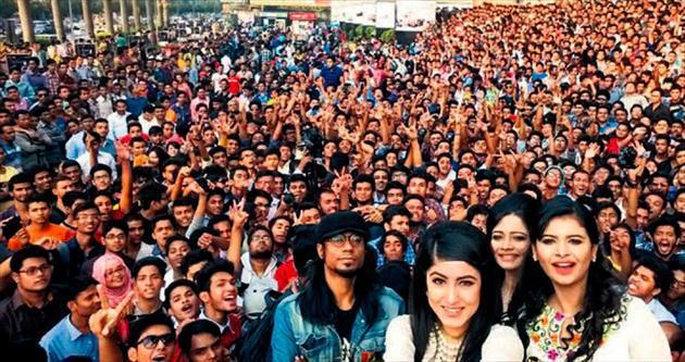 Bin 150 kişiyle dünyanın en geniş katılımlı selfie'si