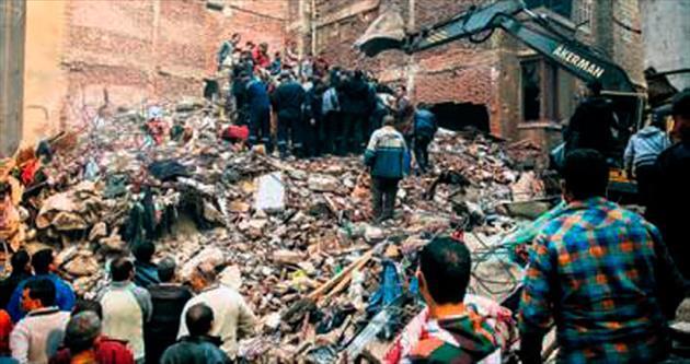 Mısır'da 6 katlı bina çöktü: 15 ölü 3 kayıp