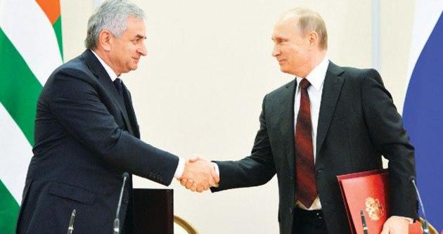 Abhazya, Rusya'nın himayesinde