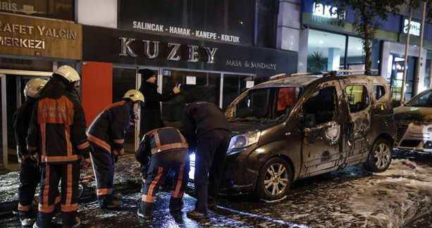 İstanbul'da araçlar kundaklandı!