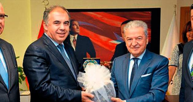 İzmir'e yatırımcı, yaptırımcı bakan talebi
