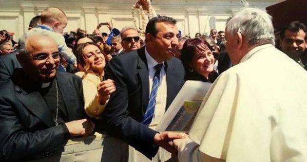 Papa, onu da davet etti !