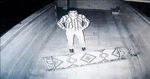 Camiden hasır çalan hırsızı polis affetmedi