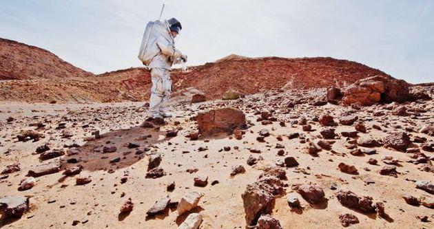 NASA görevlisi 6 kişi Mars'ta insan görmüş!